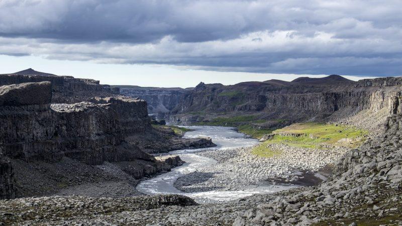 Jokulsargljufur canyon next to Dettifoss and Selfoss waterfalls