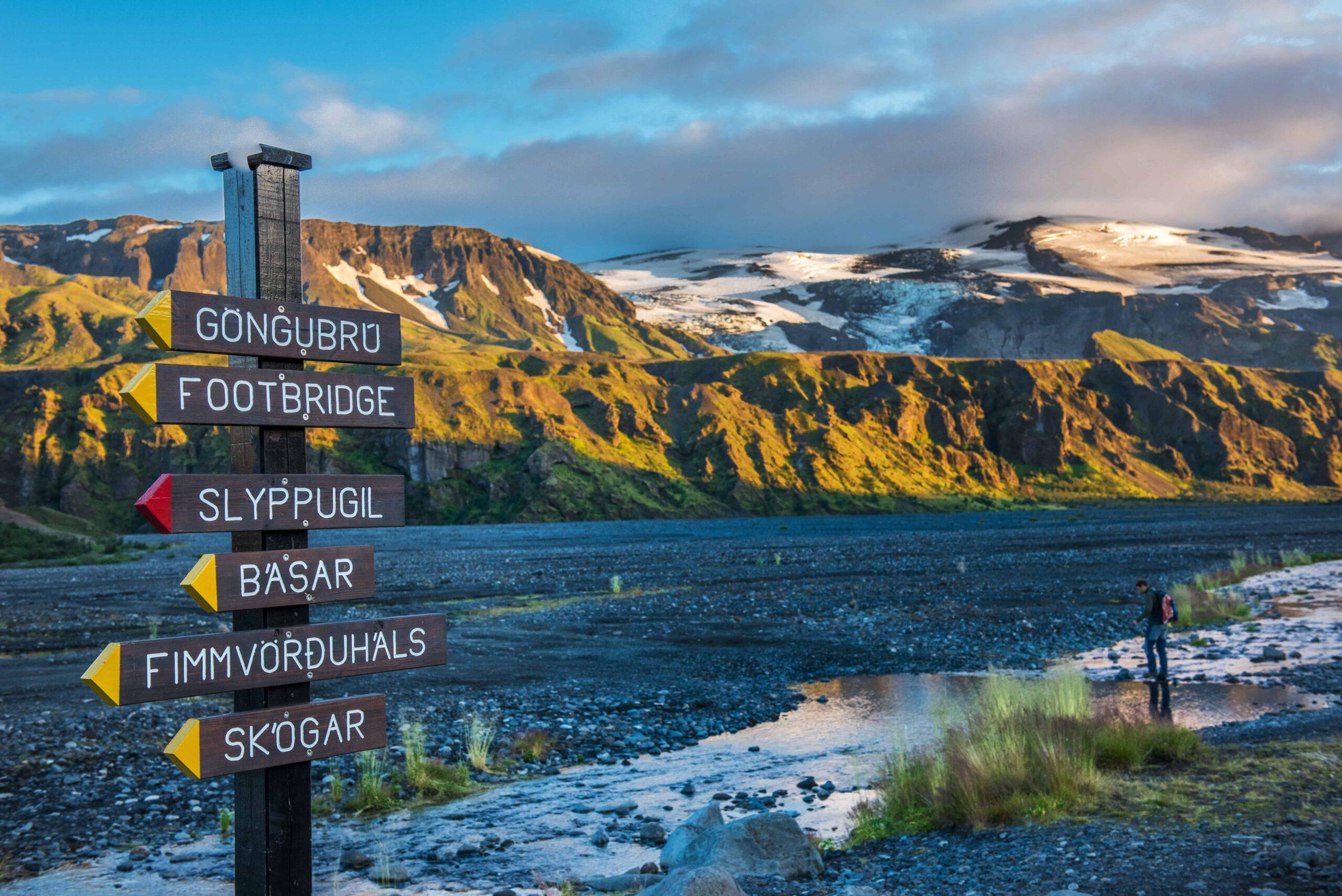 Hiking in Þórsmörk, hiking signs in Þórsmörk