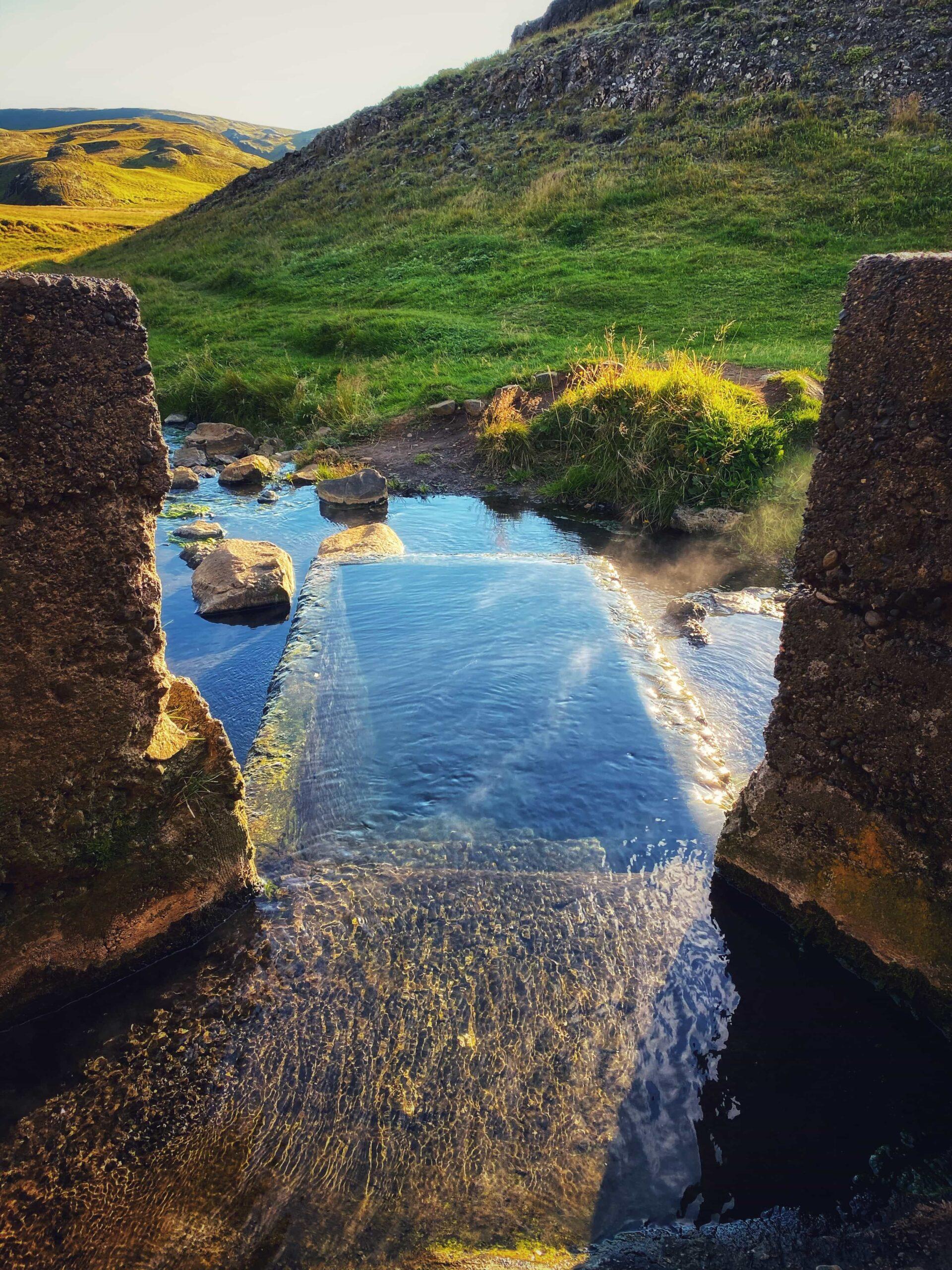 Hrunalaug hot spring - Flúðir Golden Circle