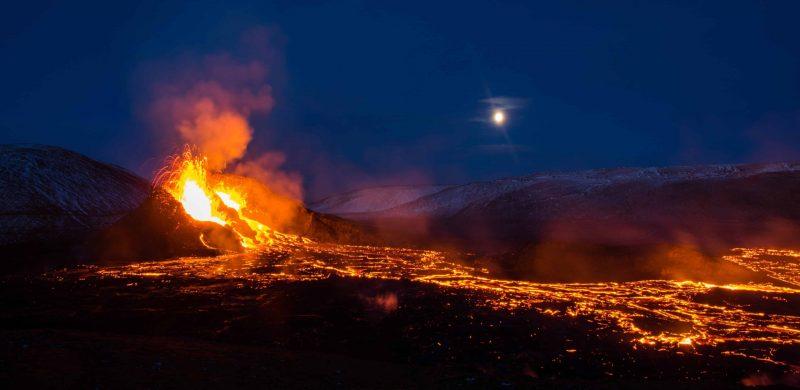 active volcano tour, Geldingadalur erupting volcano in Iceland, active volcano tour