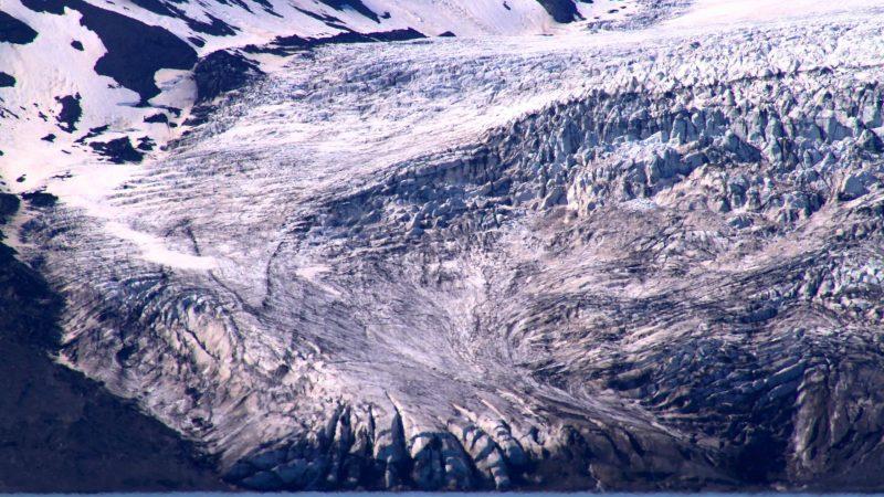 Hvítárvatn glacier lagoon and Langjokull glacier